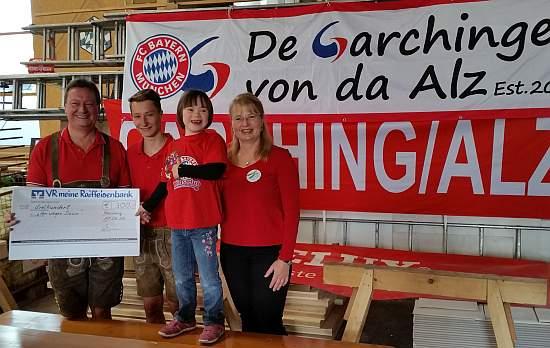 """Spendenübergabe beim Sommerfest des FC Bayern Fanclubs """"De Garchinger von da Alz"""""""