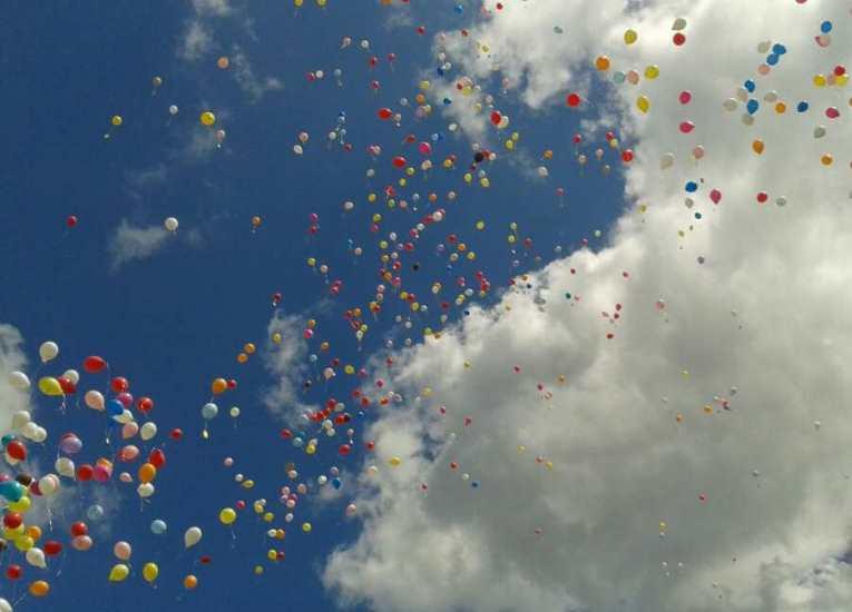 Luftballonstart beim Kinderfest in Aschau am Inn